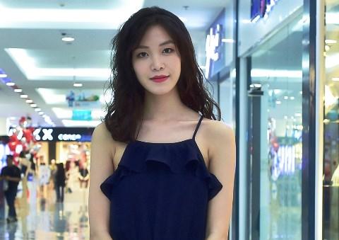 Hoa hậu Thùy Dung diện váy hai dây hiếm hoi đi sự kiện