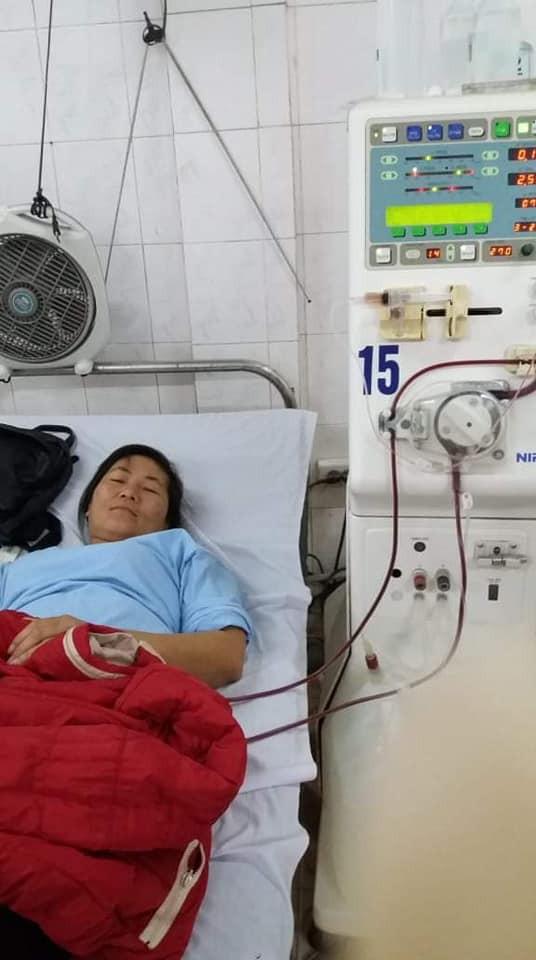Chị Hồ Thị Thu, con gái ông Thao đang chạy thận ở viện