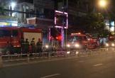 Cháy nhà 4 tầng, dân hốt hoảng tháo chạy