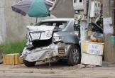 Xe đầu kéo tông ô tô biến dạng, người phụ nữ may mắn thoát chết