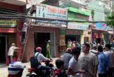 Phá cửa cứu hai vợ chồng trong căn nhà cháy ở Sài Gòn
