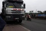 Bị xe tải kéo lê dưới gầm, 2 người đàn ông tử vong