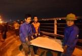 Phát hiện 'vật thể lạ' ở gần trụ cầu Long Biên