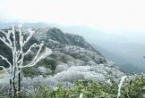 Sững sờ với cảnh băng tuyết trắng xóa trên đỉnh núi ở Cao Bằng