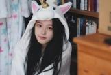 Tiểu Ying (18 tuổi, du học ở Anh) hiện nổi tiếng trong cộng đồng mạng Trung Quốc. Sở hữu vẻ đẹp trong sáng, thuần khiết, cô được cho là bản sao của Chương Trạch Thiên -