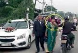 Người phụ nữ bị giật dây chuyền trên cổ khi đi rước dâu