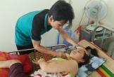 Xót xa cảnh chồng nuôi vợ bị liệt vì di chứng lao não