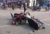 Hai xe máy đối đầu, 4 thanh niên nguy kịch