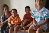 Gia cảnh khốn khó của gia đình cả 3 cha con đều mắc bệnh teo não