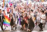 Hà Nội: Hàng trăm bạn trẻ khoác cờ LGBT trong ngày hội tự hào giới tính