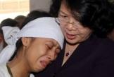 Phó Chủ tịch nước thăm gia đình thôn trưởng tử nạn khi khắc phục bão