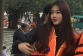 Cô gái Hàn Quốc xinh đẹp xuất hiện ở bến đò Tam Cốc
