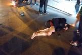 Một người gãy chân, một người bất tỉnh sau khi va chạm trực diện taxi