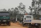 CSGT huyện này sang huyện khác lập chốt xử lý xe quá tải trước cửa mỏ đá ở Hà Tĩnh