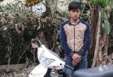 Nam thanh niên lao thẳng xe máy vào cảnh sát để bỏ chạy