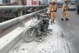 Đang đi làm, xe máy bỗng bốc cháy trên Xa lộ Hà Nội