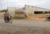 Cầu xây xong, không đi được ở Hà Tĩnh