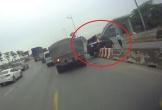 Tránh xe tải, ôtô leo lên dải phân cách cao gần 1 mét ở Đồng Nai