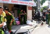 Hiện trường vương vãi máu sau vụ truy sát chủ tiệm gạo