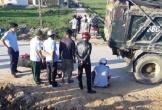Hà Tĩnh: Lùi xe đổ đất đắp công trình, 1 nữ sinh bị cán nguy kịch