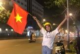Hoa hậu Trần Tiểu Vy xuống đường sau trận chung kết Việt Nam-Malaysia