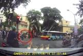 Tạt đầu xe tải, tài xế xe khách bị 'lên gối' giữa đường