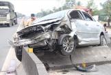 Hà Tĩnh: Va chạm với container, xe con bay như phim, 2 người bị thương nặng