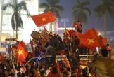 Người Nghệ An diễu hành máy cày mừng tuyển Việt Nam chiến thắng