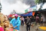 Nghệ An: Cháy lớn kho hàng ở gần chợ Vinh, tiểu thương lao vào cứu hàng