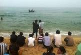 3 thanh niên bị sóng biển cuốn khi đi chơi Tết
