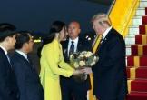 Tự hào khi được tặng hoa Tổng thống Mỹ Donald Trump