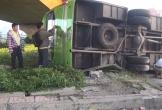 Va với xe tải, xe khách lật ngang, 2 người trọng thương