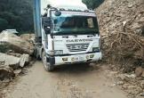 Xe tải bị đá chèn, hàng trăm phương tiện tiếp tục mắc kẹt trên QL8A