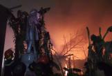 Cháy lớn kèm khói đen bao phủ xưởng phế liệu trong đêm ở Hà Nội