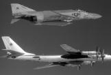 Lần đầu chạm mặt 'Gấu hạt nhân' Liên Xô của phi công Mỹ năm 1966