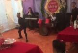Chú rể múa côn nhị khúc trong đám cưới