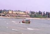 Cửa biển bị bồi lấp, ngư dân bất lực nhìn tàu mắc cạn