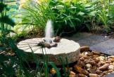 Ý tưởng thiết kế thác nước đẹp mê hoặc cho sân vườn mát mẻ đón Hè sang