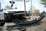 Ôtô Audi nát đầu sau tai nạn ở Phú Mỹ Hưng