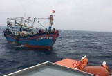 Cứu hộ 13 ngư dân trôi dạt trên biển