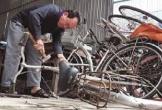 Cựu binh lắp ráp xe đạp tặng học sinh nghèo