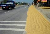 Hà Tĩnh: Sau tai nạn chết người, lúa vẫn phơi tràn trên quốc lộ