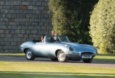 Soi chiếc xe cổ trong đám cưới hoàng tử Harry và công nương Meghan Markle