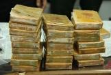 Bắt quả tang 2 kẻ vận chuyển 60 bánh heroin từ biên giới về Việt Nam