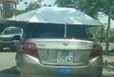 Ôtô gắn mái che lưu thông trên phố