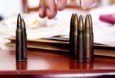 Lái xe tải mang ma túy, 7 viên đạn vào nhà nghỉ mua dâm