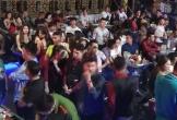 """Hơn 300 khách chơi nhốn nháo khi cảnh sát """"đột kích"""" quán bar"""