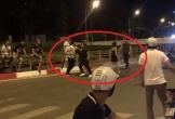 Hai nhóm thanh niên đuổi chém nhau náo loạn trên phố Hà Nội