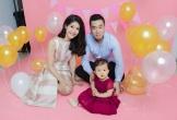 Sau hơn 1 năm kết hôn, nữ cơ trưởng Huỳnh Lý Đông Phương bất ngờ đăng ảnh khoe con gái tròn 1 tuổi