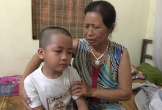 Con trai nữ phóng viên mất đột ngột khóc nghẹn ngày tiễn mẹ